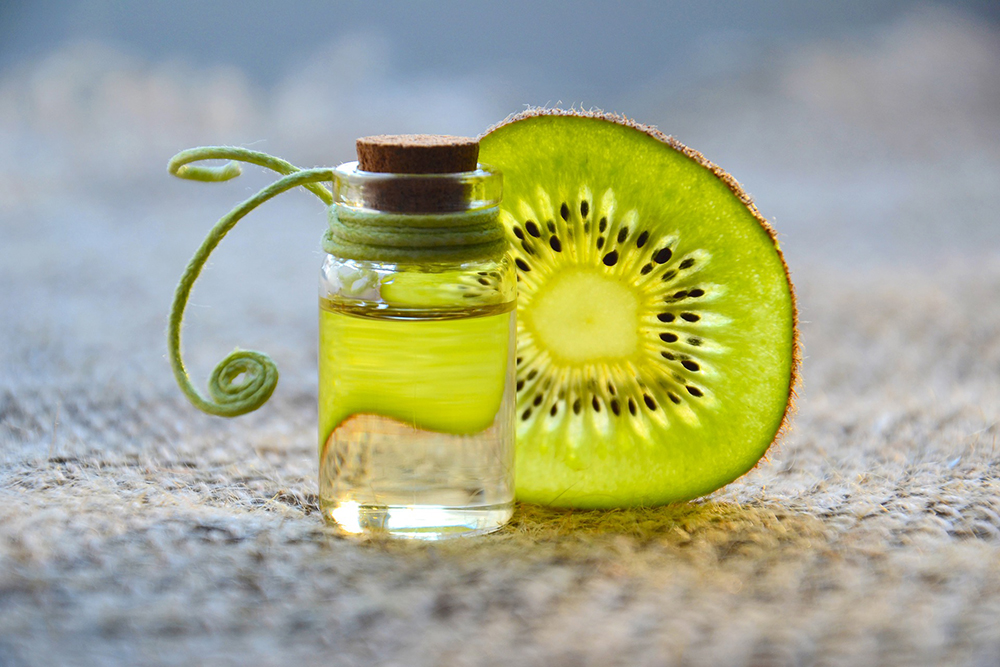 Kiwi mit kleinem Gefäß. Bild zum Naturkosmetik Workshop